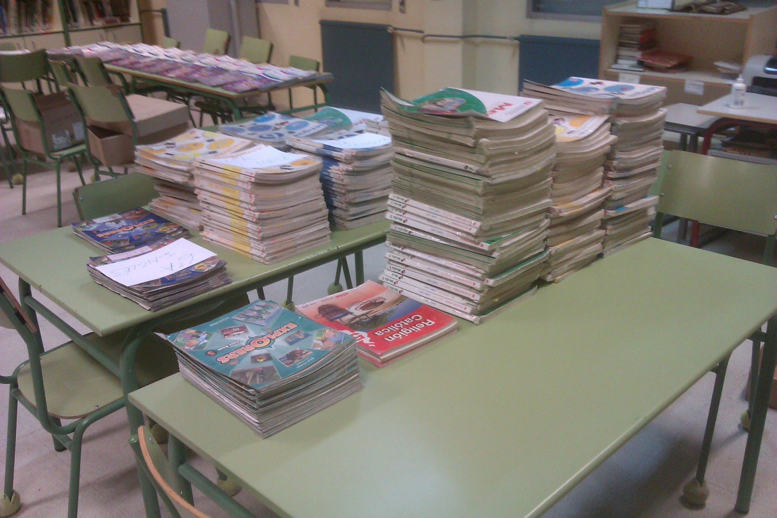 """""""Banco de Libros"""" en el ANPA Bidueiro"""